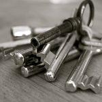 Slotenmakers waarschuwen voor het risico van het dichttrekken van deur
